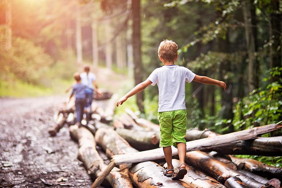 Lapsia puhtaassa luonnossa