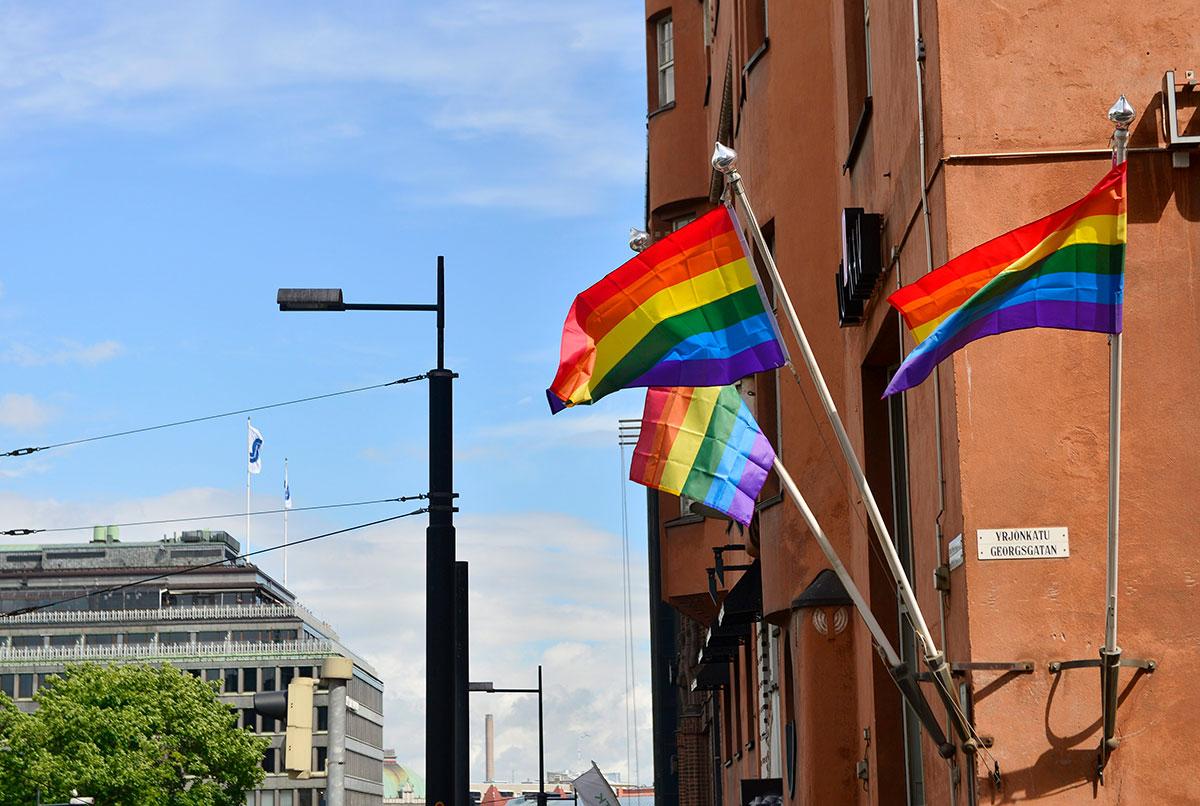 Pride-lippuja